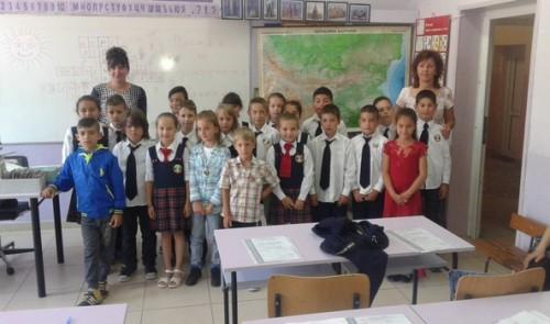 "Ученици от ОУ ""Васил Левски""- гр.Правец с благотворителна инициатива"