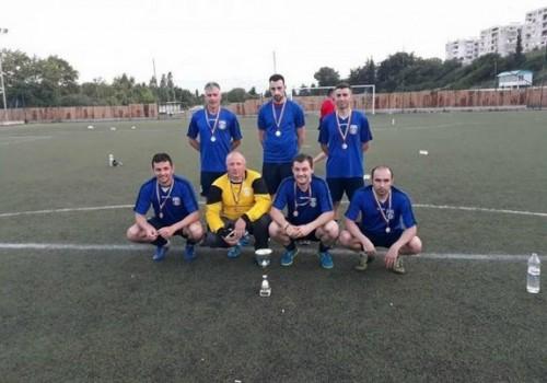 Футболисти дариха наградата си за лечение на деца и учителка