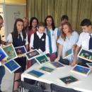 "Седмокласници от ОУ ""Коджакафалията"" подариха свои картини на УМБАЛ Бургас"