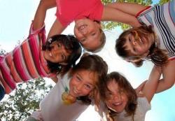 """""""Усмивки за нашите деца"""" продължават да помагат на деца от домовете"""