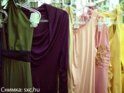 Дари костюм или рокля на абитуриенти от домове за сираци