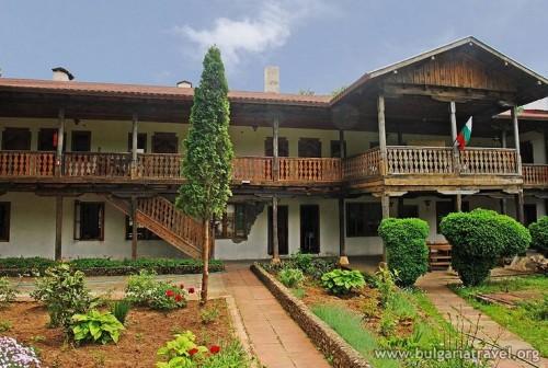 Домът за деца в Белоградчик получи дарение от Лопушанския манастир