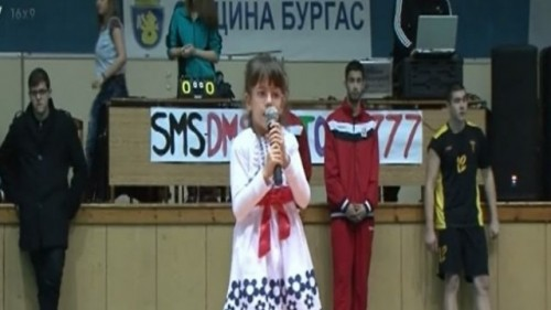 Ученици играха волейбол в помощ на малката Ани от Бургас