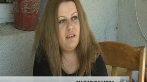 Млада жена с тежко увредени стави търси средства за импланти