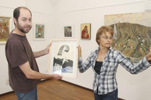 Художници откриват благотворителна изложба в помощ на търновския резбар Кирил Томанов