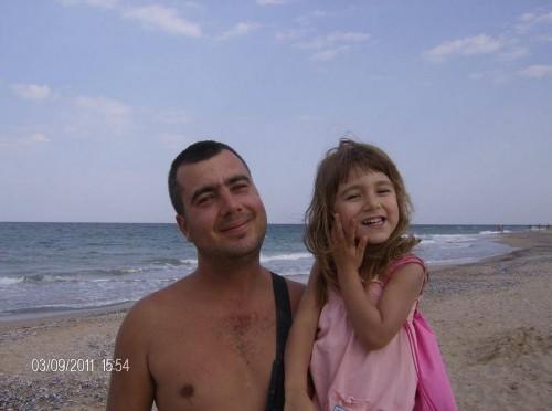 Млад татко от Варна се бори за живота си, българските лекари безсилни