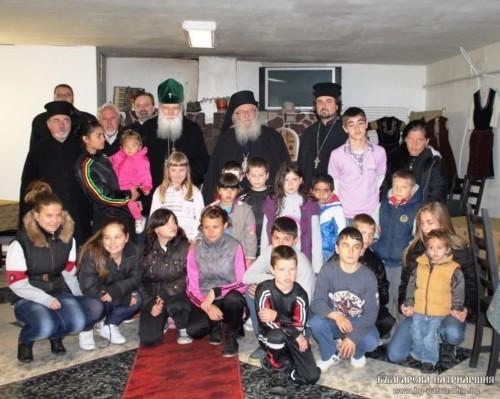На Велики четвъртък Българският патриарх Неофит посети Дома за сираци в Нови хан