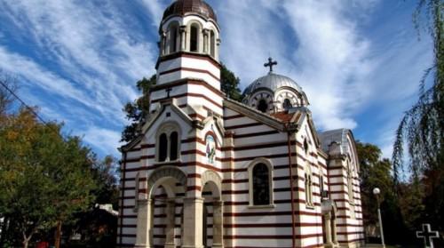 """Великденски обяд за деца сираци дават в храм """"Света Троица"""", Добрич"""