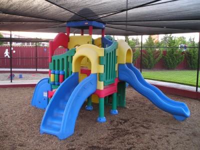 Англичани построиха площадка за деца с увреждания у нас
