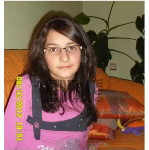 Ранени Ангели: 16-годишната Ренета от Кресна гасне в болница, в България няма лек, в чужбина и обещават да живее