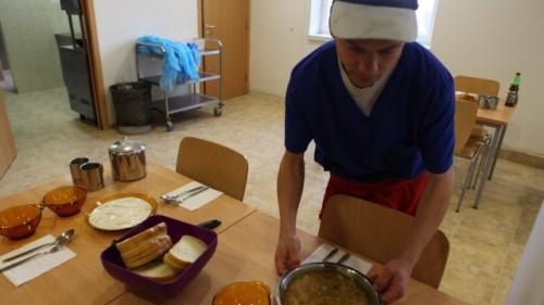 Tопъл обяд на най-бедните