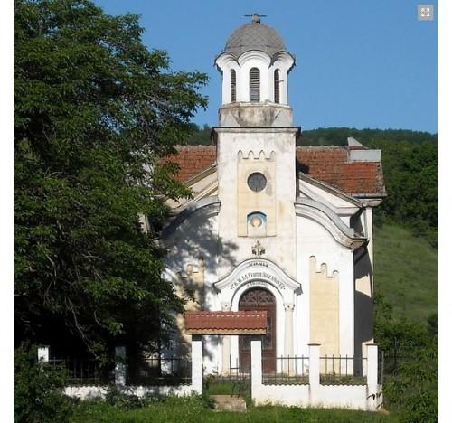 Търсят се доброволци за ремонта на храма в Песочница
