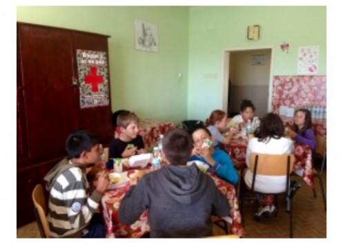 Безплатна топла храна за деца през учебната година благодарение на Кока-Кола ХБК България