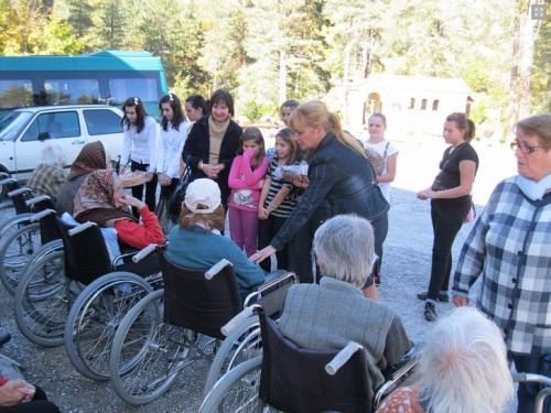 Чисти Сърца събират дрехи за Дома за стари хора в с. Фатово