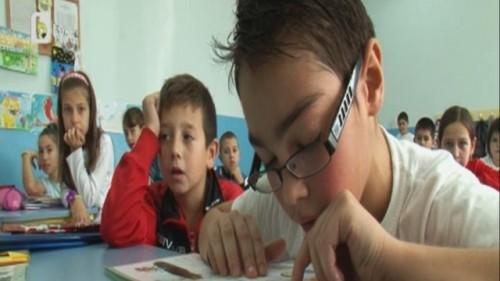 9-годишният Алекс мечтае отново да вижда уроците си
