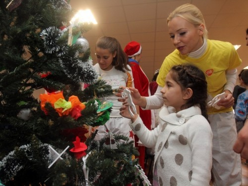 Приказки без край и Дядо Коледа с подаръци за децата