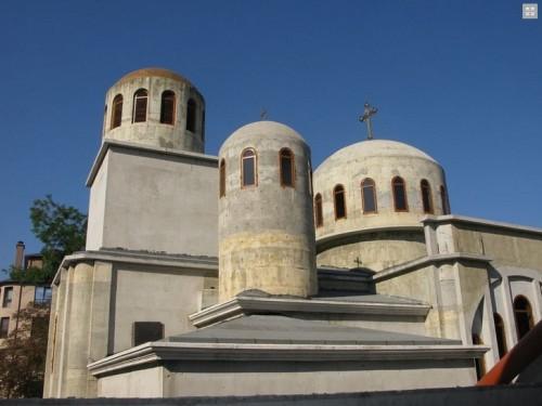 Варненската Коледа събра пари и материали за довършване на храм