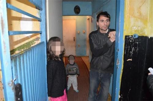 Вижте в каква мизерия живее семейството на насиления Гошко от Дебелт