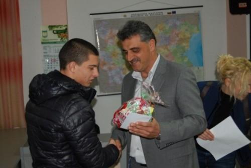 Сираци и деца с увреждания получиха подаръци от община Марица
