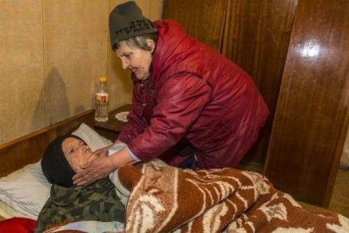 Да помогнем на 74-годишната баба Мария и нейния брат