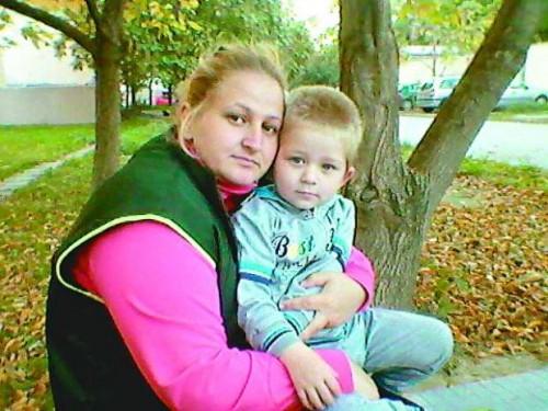Две общини събират пари за болна жена