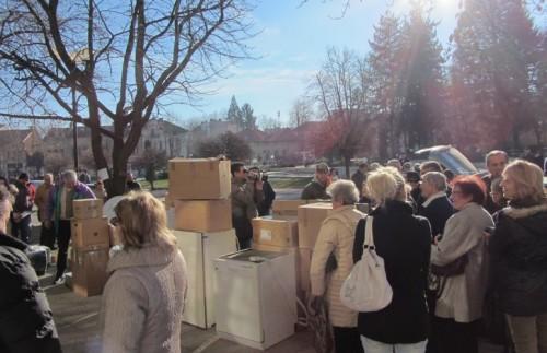 Българската църковна община изпрати дарения  на свои сънародници в България