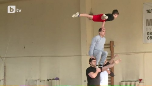 Българските акробати бяха зарадвани с  щедър подарък