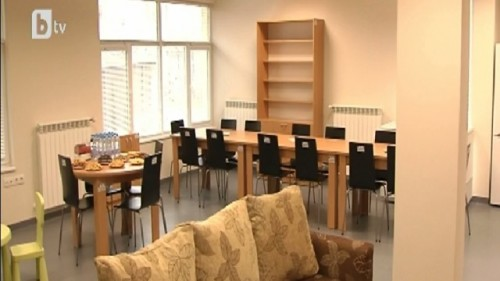 Столична община търси 150 служители, които да работят с децата, извеждани от институции