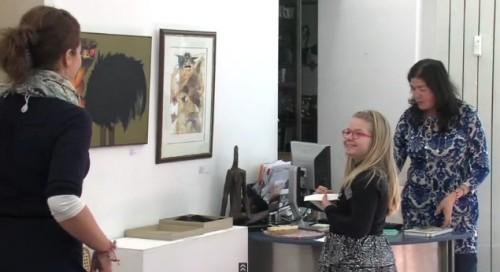 Благотворителна изложба събира пари за малката Еми
