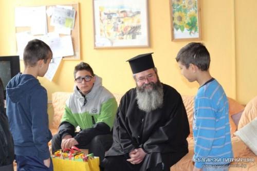 Негово Светейшество патриарх Неофит изпрати дарение на децата от Социалния дом в Доганово