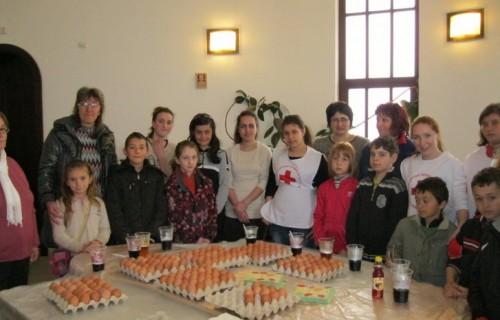 Чисти сърца и приятели боядисаха и подариха над 200 яйца