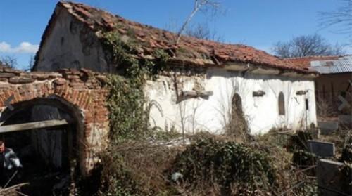 Храмът Св. св. Петър и Павел в Доспей се руши