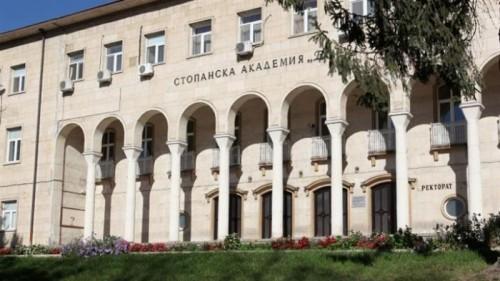 Свищовски професор с дарение за болен студент