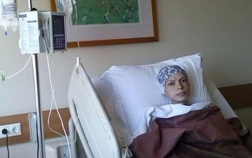 Младо момиче се бори за живота си