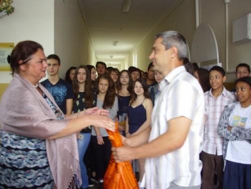 Ученици осигуриха месечната прехрана на настанените в приют за бездомни в Добрич