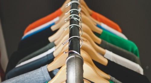 Дари дрехи, техника и посуда на младежи в нужда