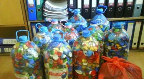 В НАП предават хартия за рециклиране и събират капачки благотворително