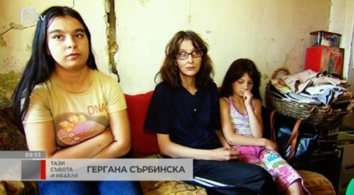 Майка и две деца тънат в мизерия в полуразрушена къща