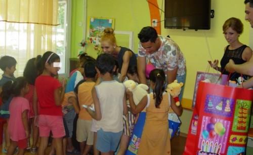 "С дарение – играчки и книжки, младоженци зарадваха децата от дом ""Детелина"""