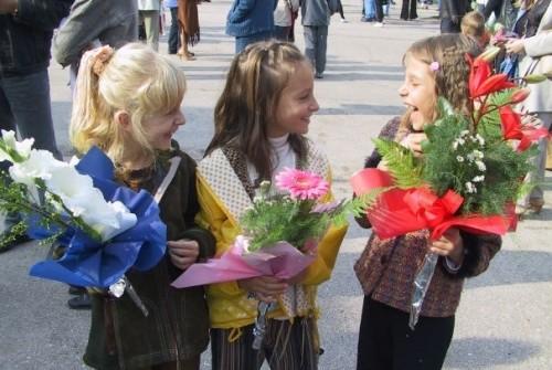 В Русе приемат молби за еднократна помощ за първокласници