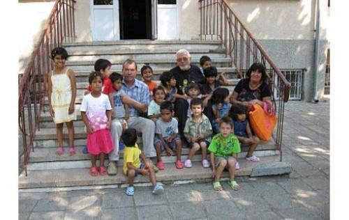 Играчки и дрехи получиха децата от дома в Средец от Недялко Йорданов
