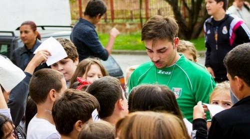 """Благотворителната кампания """"Живей цветно"""" ще освежи 20 училища"""
