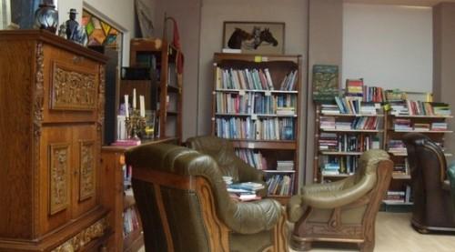 Бъди доброволец в библиотека HotSpot Books & Art 5