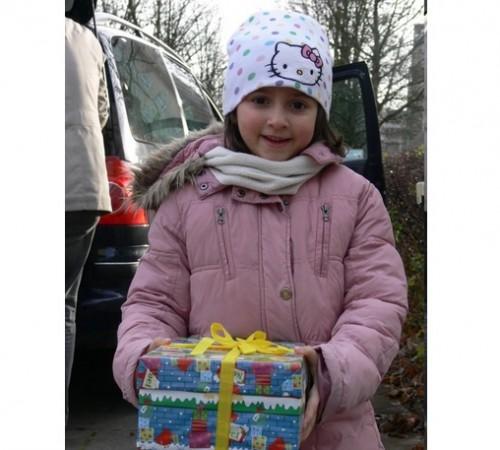 Българи в чужбина организират благотворителна акция Коледа в кутия 2015