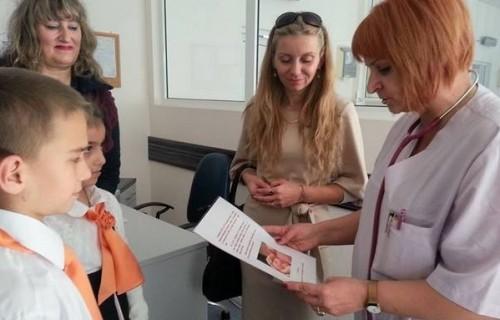 Ученици с дарение за недоносените бебета