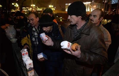 Празнични трапези за бездомни за рождения ден на патриарх Кирил
