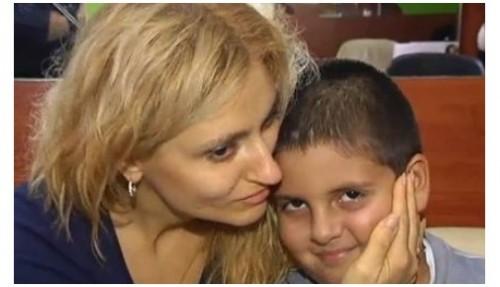 Болна от рак майка се нуждае от 12 000 евро за операция, синът й моли за помощ Дядо Коледа