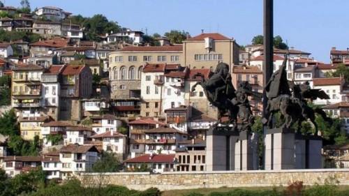 Благотворителен базар показва изделия на хора със специфични нужди във Велико Търново
