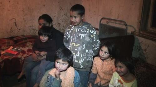 Милостиви хора загряха телефона на кмета на Вирове, искат да дарят на 11-те деца без майка