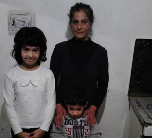 Майка с 2 деца се бори с мизерията